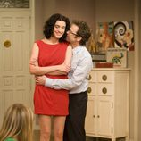 Mark Schardan y Blanca Romero se abrazan