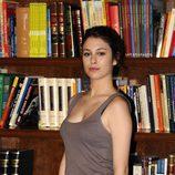 Blanca Suárez en la biblioteca de 'El Internado'