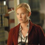 Kelli Giddish es la Dra. Kate McGinn en 'Past Life'