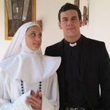 Michelle Jenner y Mario Casas en un capítulo de 'Los hombres de Paco'