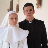 Michelle Jenner y Mario Casas se visten de religiosos en 'Los hombres de Paco'