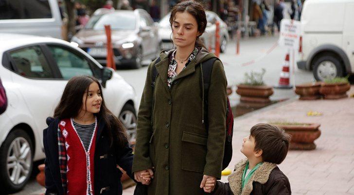 Bahar avec ses fils Nisan et Doruk dans 'Woman (Kadin)'
