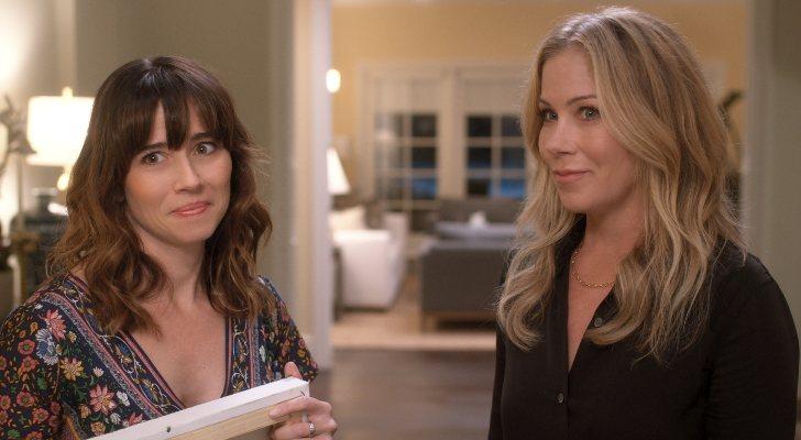 Linda Cardellini et Christina Applegate dans Dead to Me