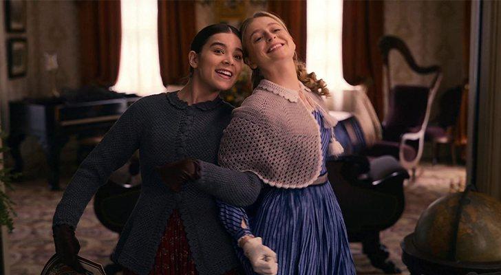 Hailee Steinfeld et Anna Baryshnikov dans 'Dickinson'