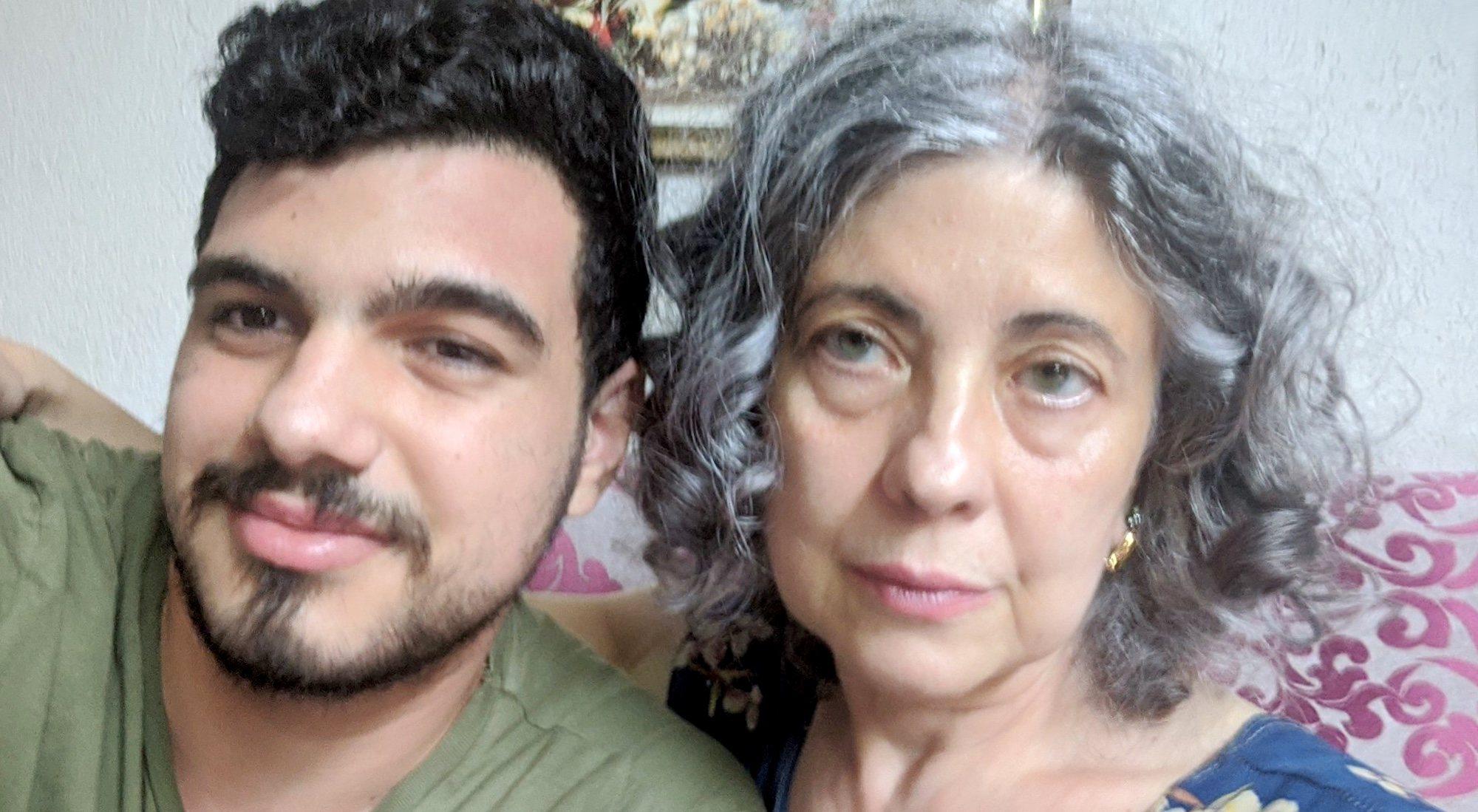 Jesús avec sa mère, Isabel, une des voisines de Valence