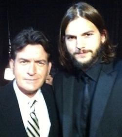 Charlie Sheen y Ashton Kutcher juntos en los Emmy 2011