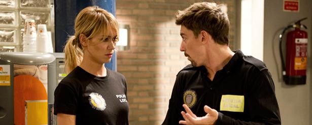 Patricia Conde, en el rodaje de  la serie, junto a Adrián Lastra
