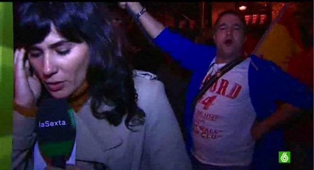 Un simpatizante del Partido Popular agrede a un cámara de laSexta