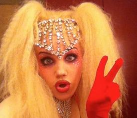 Angy, vencedora del concurso, como Christina Aguilera