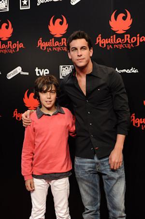 Mario Casas y su hermano Óscar Casas se encontrarán en 'El barco'