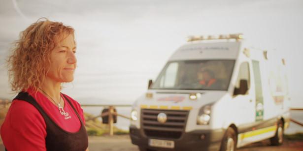 Mari Ángeles con su ambulancia en 'Cuerpo médico'