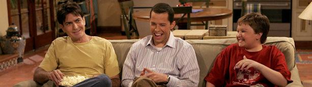 Charlie Sheen, Jon Cryer y Angus T. Jones protagonizan 'Dos hombres y medio'.