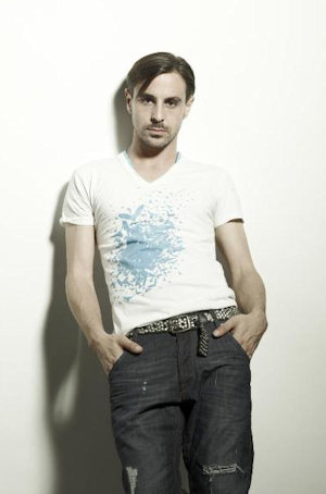 emun elliott is he married