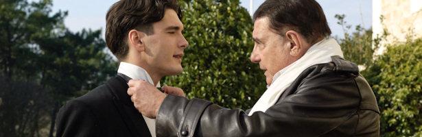 Yon González y Juan Luis Galiardo en una escena de 'Gran Hotel'