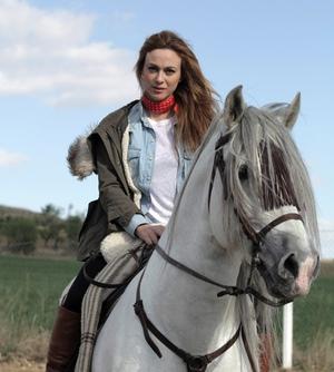 Marta Hazas y su caballo Capricho