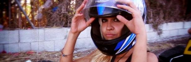 Ylenia monta en moto en 'Gandía Shore'