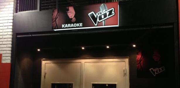 Decorar Karaoke ~ Tu voz , un local de karaoke de Zaragoza intenta aprovecharse del
