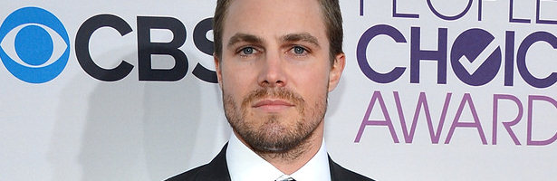Stephen Amell en la alfombra roja de los People's Choice Awards