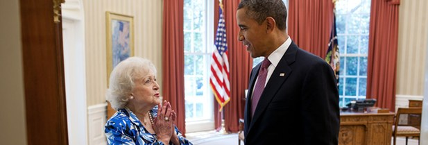 Betty White con el presidente Barack Obama en junio de 2012
