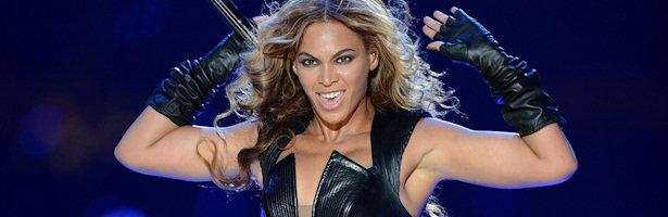 Beyoncé durante su actuación en el descanso de la Super Bowl
