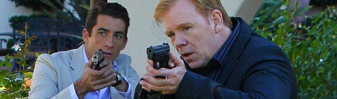 Jonathan Togo (izquierda) y David Caruso (derecha) en 'CSI: Miami'