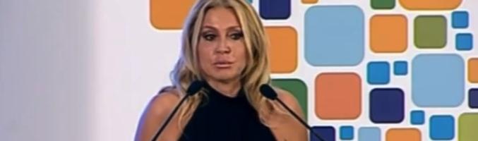 Cristina Tárrega en el acto, retransmitido por Canal Nou