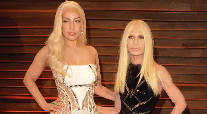 Lady gaga ser donatella versace en 39 american crime story 39 for Donatella versace beach