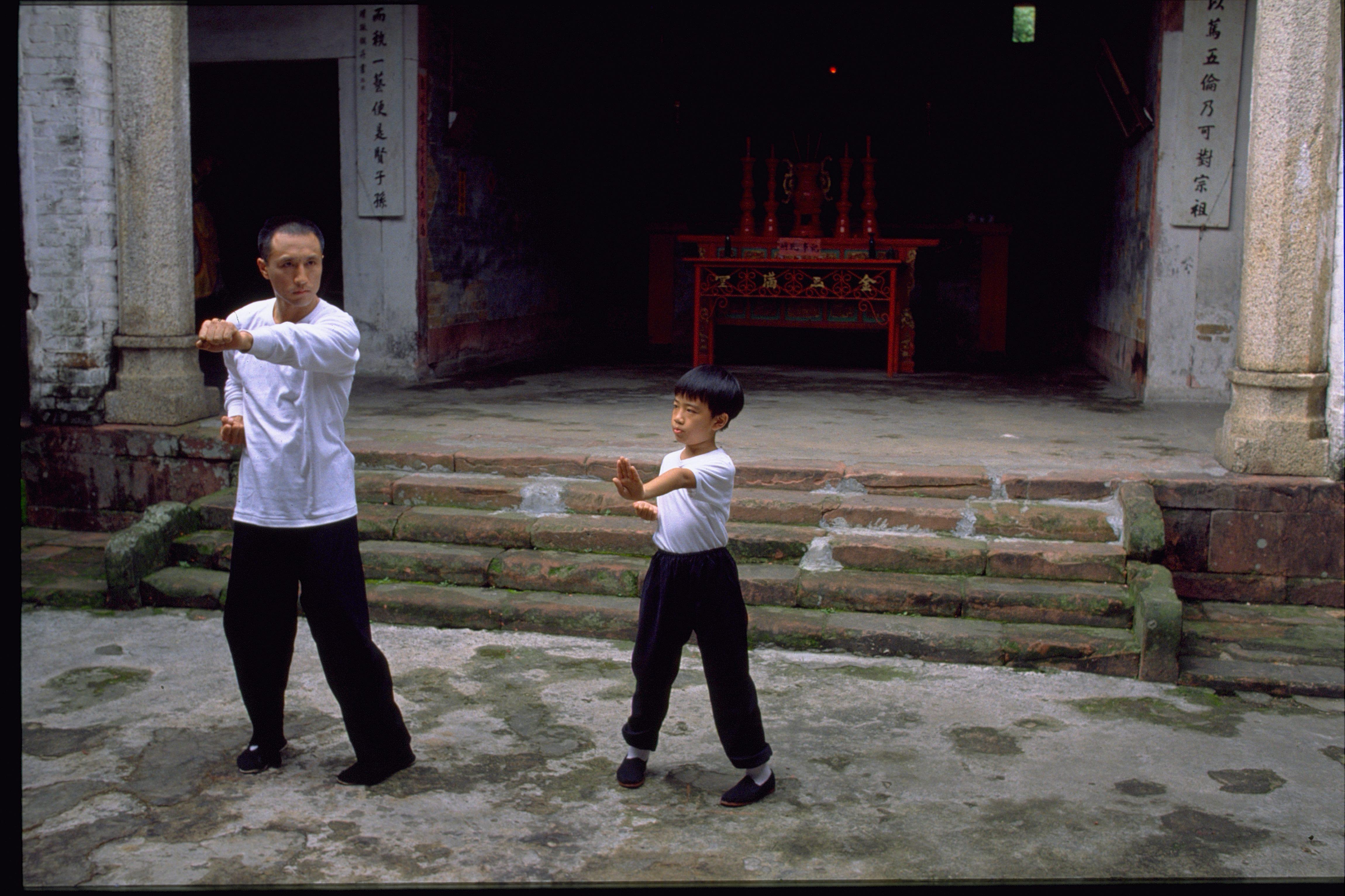 Dragon La Vida De Bruce Lee Dmax Rinde Homenaje Al Actor El