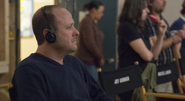 Jay Asher, autor de la novela, en el rodaje de la serie