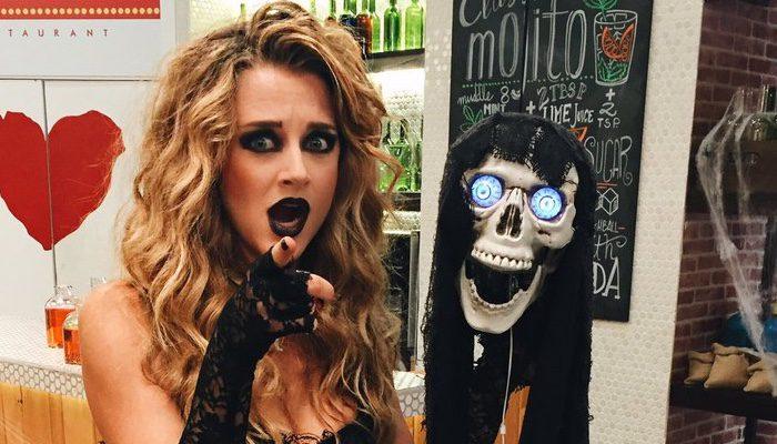 Yulia demoss por mucho que yo trabaje en 39 first dates for Cuarto milenio halloween