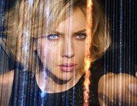 """""""Lucy"""" adquiere poderes sobrenaturales cuando se le rompe una bolsa de droga en su cuerpo"""