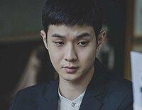 """El ingenio de Ki Woo permite que acabe entrando en una casa de una familia adinerada, colando poco a poco a los """"Parásitos"""" que tiene como familiares"""