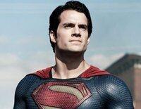 """Clark Kent descubre que está destinado a ser """"El hombre de acero"""", un superhéroe que debe salvar el mundo"""