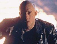"""Xander Cage, más conocido como """"XXX"""", se gana la vida capitalizando sus locuras, hasta que es reclutado para aplacar a una banda criminal"""