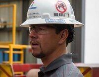 """El accidente de una petrolera provoca una """"Marea negra"""", dejando varios muertos y heridos y un desastre medioambiental"""