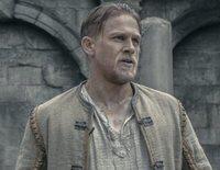 """Arturo ve cómo su vida cambia al hacerse con una preciada espada y convertirse en """"Rey Arturo: La leyenda de Excalibur"""""""