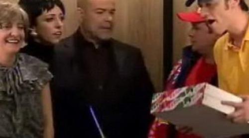 Antonio Resines y el ascensor en 'Saturday Night Live'