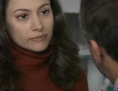 Adriana se desmaya frente al Doctor Mateo