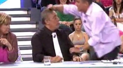 Kiko Hernández le levanta el peluquín a El Dioni
