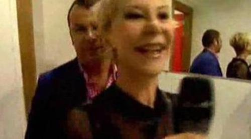 """Karmele Marchante canta el """"La, La, La"""" en el baño de 'Sálvame'"""