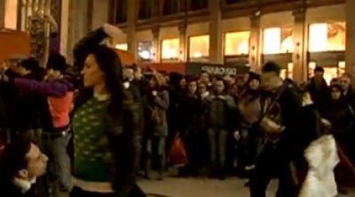Decenas de bailarines promocionan 'Glee' en Italia