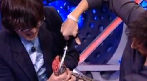 Luis Piedrahita destripa una serpiente en su sección de magia