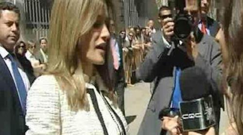 'Caiga Quien Caiga' le entrega las gafas a Letizia Ortiz