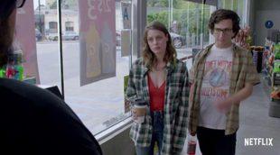 """'Love' estrena trailer en Netflix con su """"extraña"""" y """"diferente"""" pareja protagonista"""