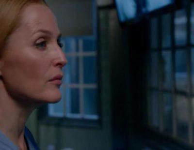 Scully recibe una llamada en su primera aparición en la nueva miniserie de 'Expediente X'