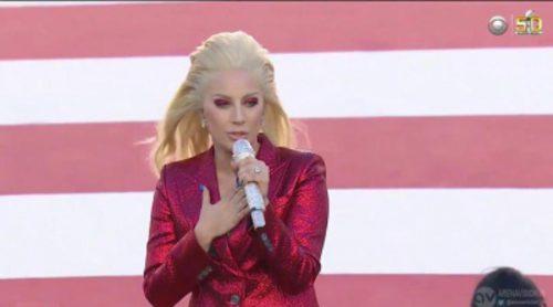Lady Gaga interpreta el himno nacional en la 'Super Bowl 50'