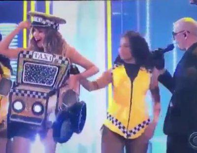 """Sofía Vergara ('Modern Family') sorprende en los 'Grammy 2016' bailando """"El taxi"""" con Pitbull"""