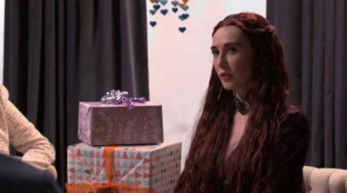 Melisandre de 'Juego de Tronos', invitada a un baby shower