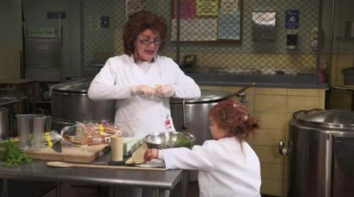 Kate Mulgrew (Red en 'Orange is the New Black') es sorprendida por su versión mini