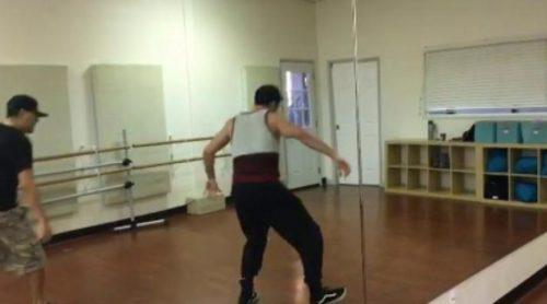 El sensual baile de Miguel Ángel Silvestre en los ensayos de la segunda temporada de 'Sense8'